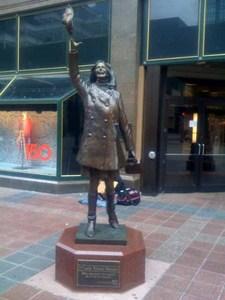 Mary Tyler Moore Statue.jpg